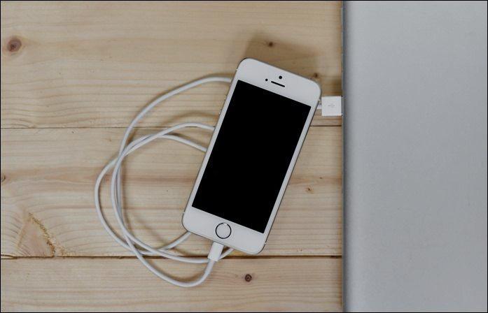 کار کردن با موبایل در زمان شارژ