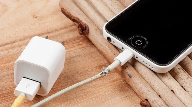 7 راه تشخیص امن بودن استفاده از شارژر موبایل